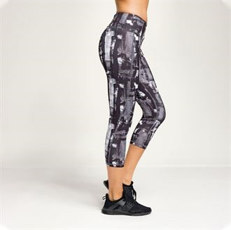 capri style leggings for meditation and yoga side view