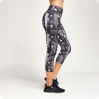 capri style leggings for meditation and yoga side view